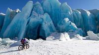 骑行在阿拉斯加绝美冰川 八岁绝症男孩练铁三自救