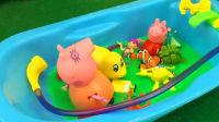 小猪佩奇和猪妈妈冰冻粘土洗澡过家家游戏