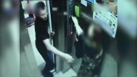 监拍男子电梯内对女子又摸又亲 跑出后又返回猥亵