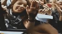 贾斯汀比伯无意中被粉丝发现, 数万女粉丝掀车堪比生化危机