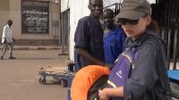 中国游客被非洲车站要求, 上交护照复印件, 说担心路上出问题