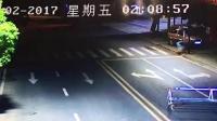 东莞一小车深夜飙车  撞上商铺墙柱致3死1伤
