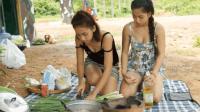 传统食物柬埔寨, 美丽的两姐妹在野外烹饪出美食料理!