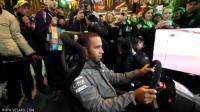 F1车手世界冠军都是怎么打方向盘的, 冠军就是厉害。