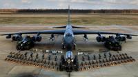 实拍B-52轰炸机是如何装弹的, 长见识了