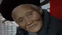 暖心 网友深夜路遇94岁高龄卖菜老奶奶 递1200元补偿家用