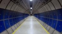 沿着地铁的隧道一直走, 一直走