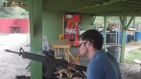 这是一款美国最有名的步枪 打着打着自己烧着了