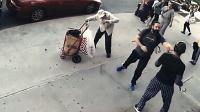 90后少年持械殴打老人被路人暴揍