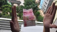 钞票飘浮魔术教学, 钞票在手上神奇漂浮起来