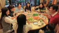 四兄妹辞职回乡陪父母 全家14口人每天同吃同住 149
