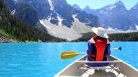 冰川湖上划船美如诗画 渔民无氧潜水海底漫步