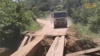 开重型卡车光有技术还不够, 这胆子也得够大!