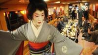 他是日本唯一继承了母亲的艺妓院的男艺妓