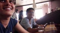 中国人在印度墓地餐馆偶遇学生妹, 她们对中国帅哥很热情!