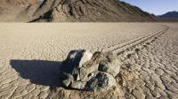 死亡谷的什么力量?让石头都会跑路,科学家至今无解