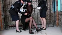 美女囚犯被执行前吓得双腿打颤, 后悔也没有用了!