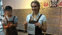 【2017WWE夏洛特深圳行】女皇体验活字印刷 亲手制作礼物送给爸爸