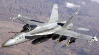 美军飞行员真狠: 满载的F/A-18F战斗机 轻松表演眼镜蛇机动