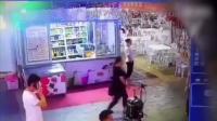 网红女主播遭男子猥亵 拒绝后遭暴打