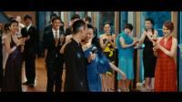 看到男友和前女友跳舞, 美女在一边气的喝了八杯红酒