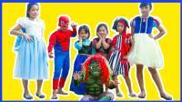 艾莎公主恶搞蜘蛛侠当背夫 魔法女巫都招架不住恐吓啦 超级英雄真人秀 小猪佩奇 绿巨人