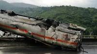 昆石高速4车相撞事故致5死 车被撞成废铁
