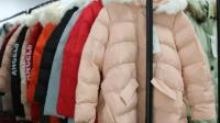 阿邦女装批发8.23-11冬装时尚中长款羽绒棉服50件起批非真毛领, 款式时尚