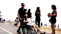 #单身狗的反击#七夕怕被虐? 不如带上充气的女朋友虐路人! 让你们知道什么叫真爱无敌!