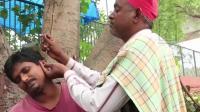 印度街头掏耳朵视频, 师傅手艺好就是那么自信满满。