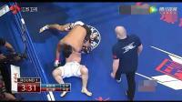 中国小伙骑身疯狂出拳, 日本选手直接被抬去医院, 裁判都看傻了!