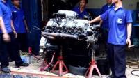 实拍: 维修三菱柴油V8发动机, 会吸烟的师傅才是真大神,
