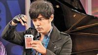 魔术教学: 扑克牌居然自动跑上来, 是意念还是魔术? 现在为你揭晓!