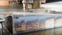 把水加压到400MPa会怎样? 20厘米厚的铁块一刀切开!