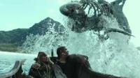 杰克船长被亡灵追杀, 急中生智靠鲨鱼逃到岸上
