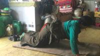芒果看天下 第29:骑行中国前往西藏拉萨,偶遇现实版《冈仁波齐》的藏民在家中行礼