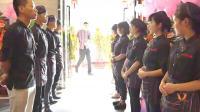 贵州话: 服务员给顾客下跪,到底谁侵犯了谁?