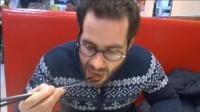 老外在中国吃豆腐后不想回国了, 一脸嫉妒: 这豆腐在德国真他妈贵