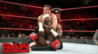 【RAW 09/18】阿波罗对战霍金斯 一个旋转炸弹摔 淡定取胜