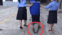 牢中新来的18岁女囚犯, 腿上拖着重脚链, 看着太可怜了!
