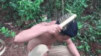 中国人是最爱美的民族, 户外生存还不忘徒手做一把木梳子