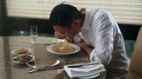 八卦:马云吃泡面咸菜引围观 网友:真辛苦