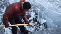 世界上最深的湖, 冬天冰层厚达1米, 冰里裂缝很多却很安全