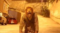 国外惊魂恶作剧, 扮狮子吓街头独自游荡的路人