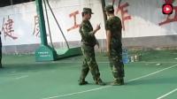 军训教官说: 高中生你赢了, 我特么都跟着你顺拐了