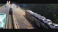 两货车相撞 鸭子跑上高速路