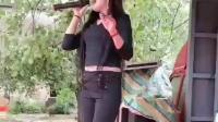 实拍: 农村歌舞团里唱歌女孩, 颜值很高, 身高180cm