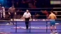 泰森最疯狂的一场比赛, 对手都被吓坏了, 场面都失控了!