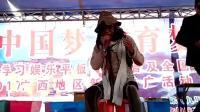 这位乞丐歌手唱《勿忘你》太投入, 中途做出这种不寻常的举动
