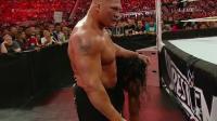 WWE 罗曼绝地大反击! 无敌半兽人莱斯纳危在旦夕! 连发大招太帅了